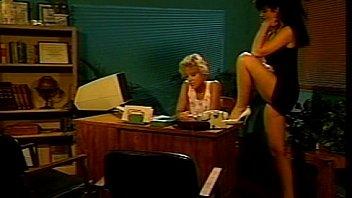 Развязная порно госпожа в корсете села на милое личико раба