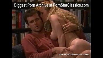 Секс около большого окна со стройненькой молодухой после визжала