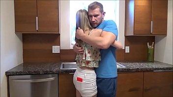 Массажистка с маленькими грудями мастурбирует пальчиком пизду клиентки