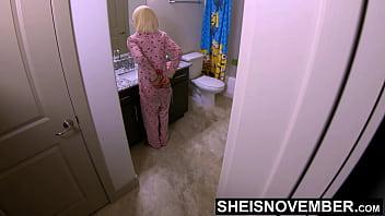 Лесбияночки в чулках развлекаются однополым трахом в офисе, не смущаясь задействовать дилдо