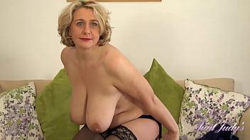 Стройная блондинка в эротике