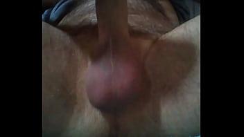 Испанка с тугой попочкой повалила телочку на диван и стала лизать ее мокрощелку