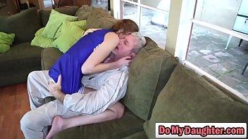 Сисястая блондинка трогает розовые соски перед камерой
