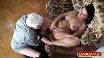 Голди бейби не уберегла анальное отверстие от юноши, организовавшего эротический массаж