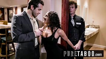 Телка призналась в любви к грубому, анальному порно и испытала оргазм на порно отборе