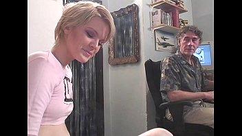 Блондинка обожает тренироваться на твердом хуе своего друга