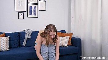 Телка с крохотными титьками надевает белоснежные бикини и ласкает клиторок