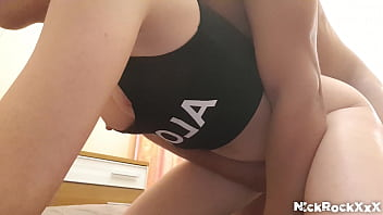 Россиянка провела буйный секс, на полу
